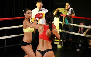 Boxing girls Eva Lovia and Peta Jensen jack off the referee during catfight