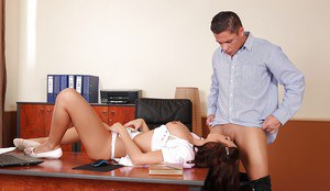 Busty secretary Nicole Vice taking cock in mouth during lunch break on desk