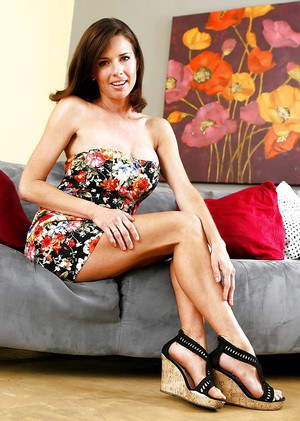 MILF pornstar Veronica Avluv shows off her fine legs in high heeled shoes