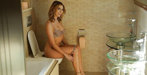 Bath time for babe model Ani Black Tox begins with slow striptease