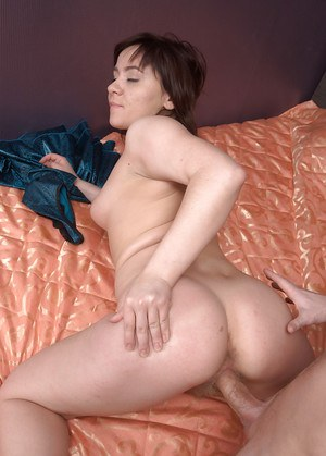 Chubby first timer Jessy using hairy twat to ride a big penis