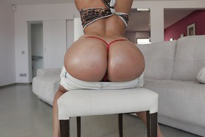 Big booty babe Amirah Adara dropping shorts to show off best ass going
