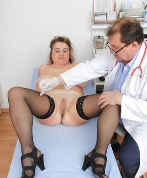 Big boobed older lady Drahuse having granny pussy examined by doctor