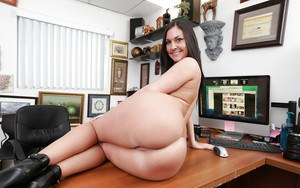 Hot Brittany Shae spreads her legs and shows off her pink pussy