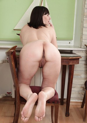 Fat Belta shows off her fat titties and round body on the table