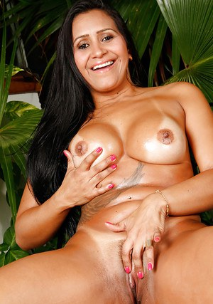 Buxom Brazilian MILF Alessandra Marques letting nice melons loose