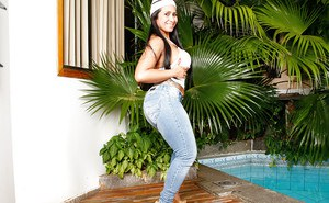 Chunky Brazilian babe Alessandra Marques showing off big booty in jeans