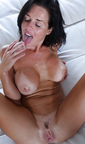 MILFs Veronica Avluv and Ella Milano licks shaved pussy and suck big cock