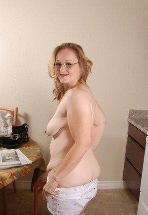 Mature old granny Venus shows off her wrinkly and chubby old body