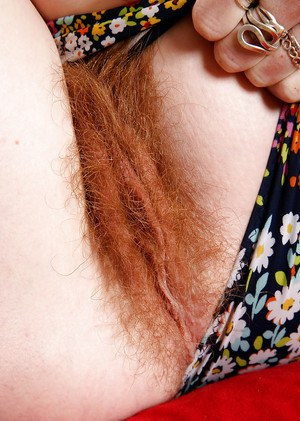 Redheaded mom Ana Molly displaying hairy vagina for close ups