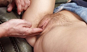 Amateur chick Kelly Klass spreading legs for hairy pussy licking