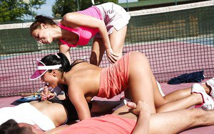Ana Rose sucks off her best friend at the tennis court outside