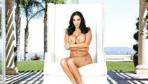 Large boobed brunette mom Veronica Rayne flaunting nice melons