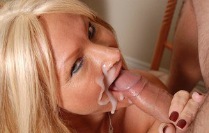 Experienced blonde woman Roxy takes a big cumshot in the mouth
