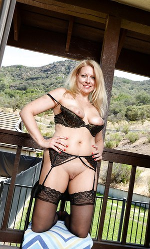 Over 50 MILF Zoey Tyler letting saggy boobs loose from black brassiere