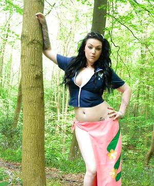 Busty brunette chick Harmony Reigns posing in woods for non nude pics