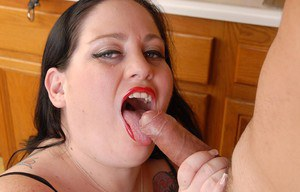 Large lady Glory-Foxxx eating cum off of chin after messy blowjob