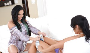 Brunette mom Jaclyn Taylor seduces teen slut Lucia Lace for lesbian sex