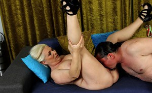 Thick older lady Netty taking cock in trimmed cunt after receiving oral sex