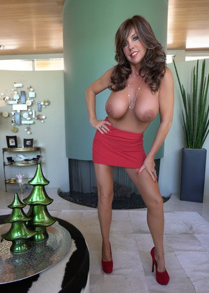 Buxom housewife Sandra Otterson letting her huge natural tits loose