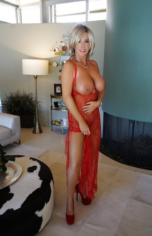 Hot older MILF Sandra Otterson flaunting nice melons for close ups