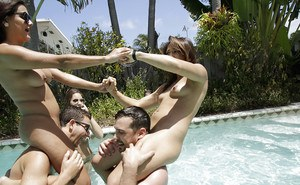 Naked chicks Sonia Lei, Cali Sparks and Destiny Love wrestling in pool