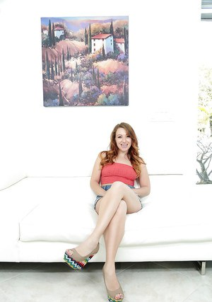 Amateur chick Montana Joleigh making her casting couch debut