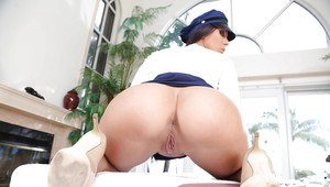 Pornstar Rachel Starr dons policewoman's outfit and sunglasses for sfw pics