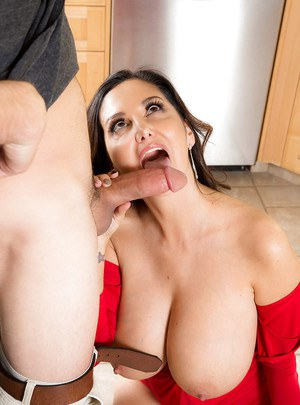 Buxom brunette MILF Ava Addams gets tit fucked and jizz on tits for X-mas