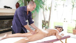 Chesty MILF Rachel Starr having her anus licked while receiving massage
