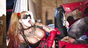 Cosplay pornstar Kleio Valentien taking a cumshot in mouth from Batman