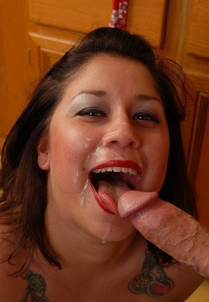 Chubby housewife Rosie taking cumshot on pretty face after tit fucking
