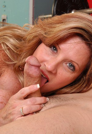 Close ups of chesty fat chick Deedra taking money shot on pink tongue