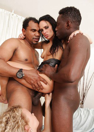 Interracial groupsex features nasty DP penetration and cum swapping