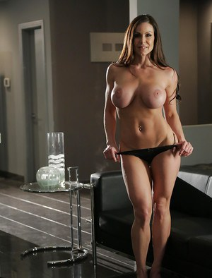 MILF pornstar Kendra Lust stripping nude to flaunt big boobs and butt