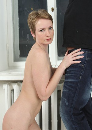 Short haired older woman Sweet Nensy deepthroating cock for cum in mouth