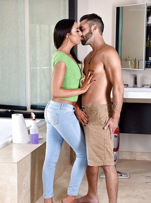 Pornstar Tiffany Brooks pulls blue jeans down for doggystyle sex