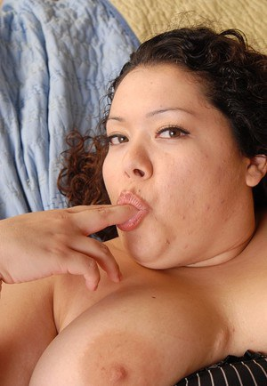 Fat chick Vanessa blowing dick before intercourse relations
