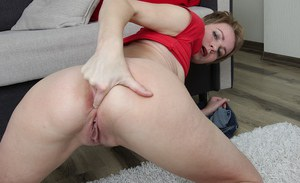Mature MILF Sweet Nensy spreading anus wide after undressing