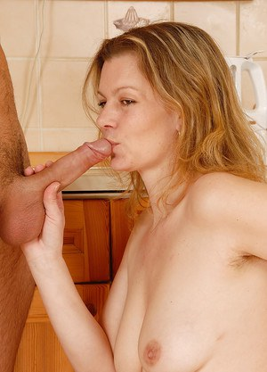 Blonde cougar Kelli riding younger man's cock for cumshot on beaver