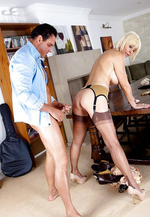 Chesty blonde lady Jan Burton giving head in nylons and garters
