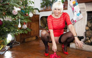Older UK broad Jan Burton masturbating shaved mature pussy at Christmas