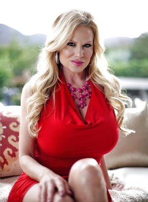 Chesty mature blonde Kelly Madison unleashing massive melons