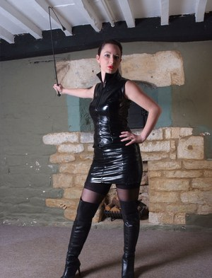 Hot housewife in leather boots strikes sexy poses in latex dress