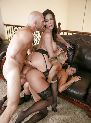 Chesty chicks Kendra Lust, Kissa Sins and Peta Jensen reverse gangbang man