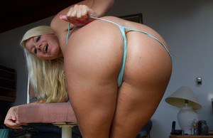 Curvy blonde chick Layla Price showing off her gaped asshole