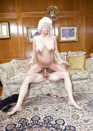 Aged pornstar Karen Summer jerks and blows cock before doggystyle sex