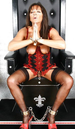 Aged Euro slut Lady Sarah modelling solo for stocking and garter photos