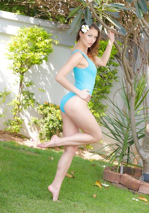 Leggy pornstar Yaryna striking sexy topless poses outdoors in barefeet