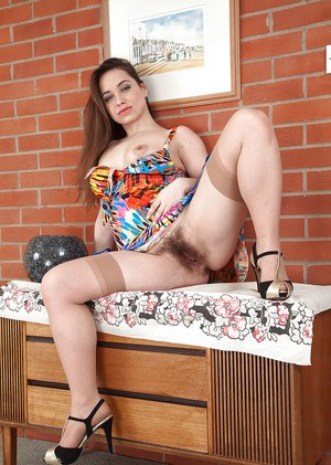 European mummy Olga Cabaeva letting upskirt pubic hairs escape panties
